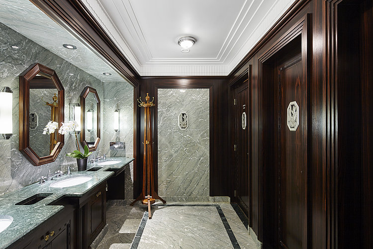 Hotel Le Meurice with separate WASHLET™ room