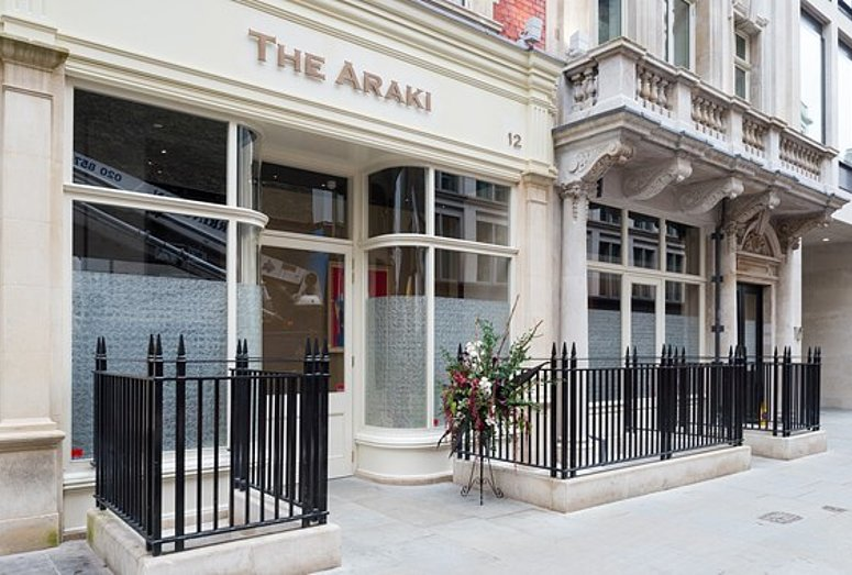 [Translate to Französisch:] Outdoor view of Araki Restaurant in London